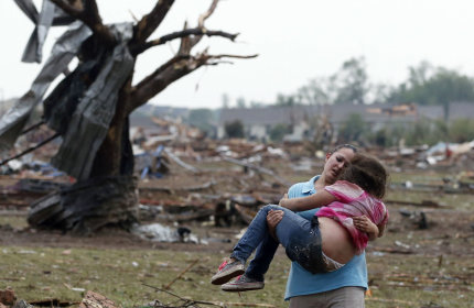 Huge tornado hits Oklahoma City suburb, kills 51