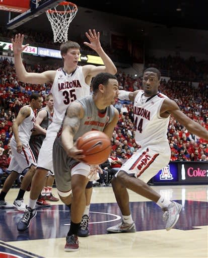 Parrom makes 5 3s, No. 12 Arizona beats Cougars