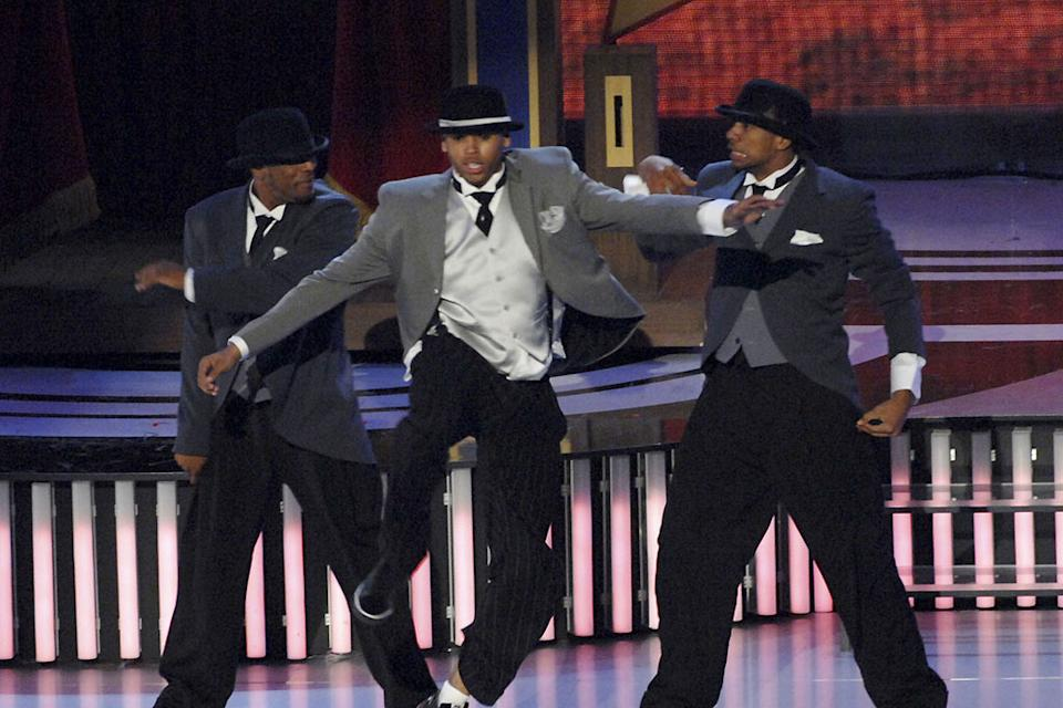Singer Chris Brown performs onstage at the 2007 MTV Video Music Awards at the Palms Casino Resort.