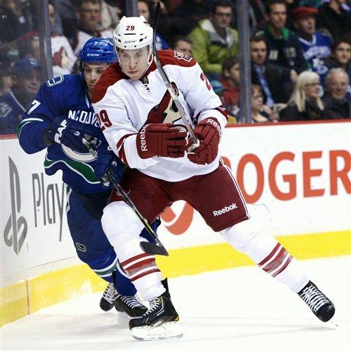 Chipchura scores twice as Coyotes beat Canucks 4-2