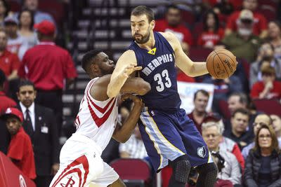 NBA schedule and results: Grizzlies edge Rockets in controversial finish