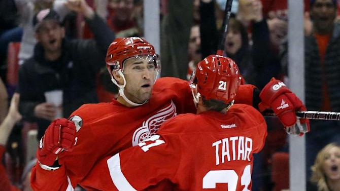 Franzen leads Red Wings over Devils, 7-4