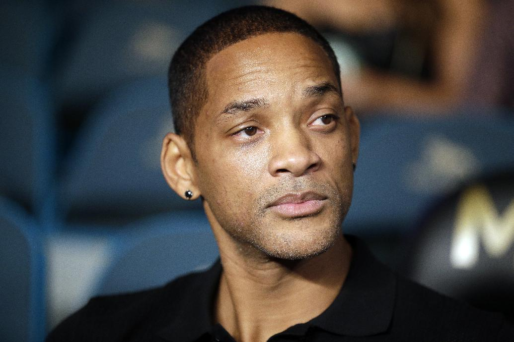 Will Smith tackles NFL cover-up in newly released trailer for 'Concussion'
