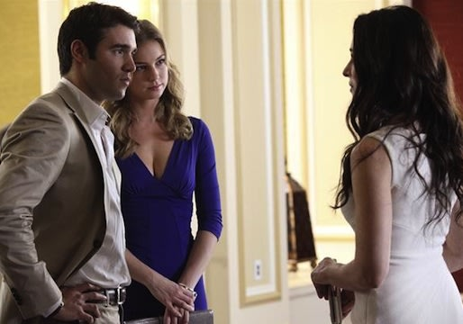 Exclusive Revenge Sneak Peek: Daniel and Emily Fly the More-Than-Just-Friendly Skies