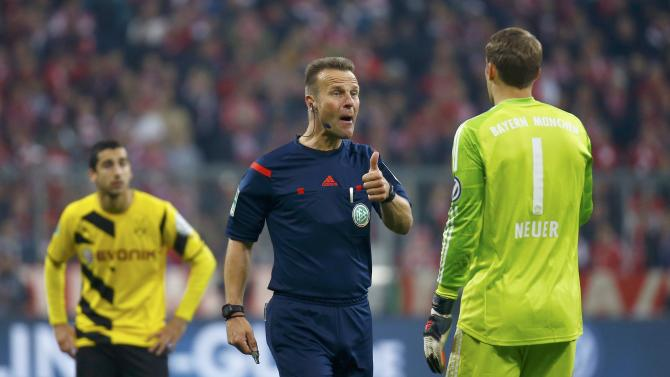 Referee Gagelmann speaks to Bayern Munich's goalkeeper Neuer during German Cup semi-final soccer match against Borussia Dortmund in Munich