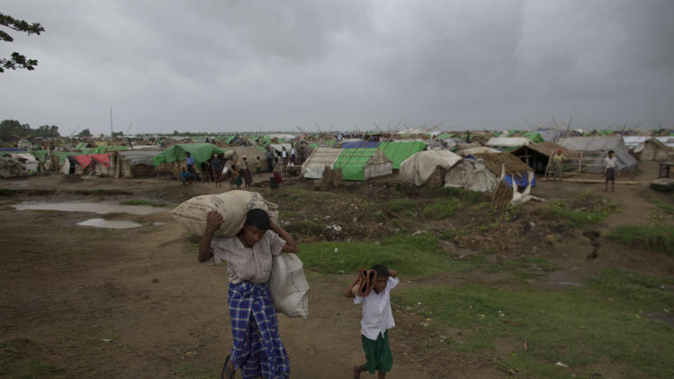 Internally displaced Rohingya people leave a camp for displaced Rohingya people in Sittwe, northwestern Rakhine State, Myanmar, Thursday, May 16, 2013. Members of the displaced Rohingya minority started to evacuate for safer shelters ahead of the arrival of Cyclone Mahasen. (AP Photo/Gemunu Amarasinghe)