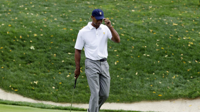 Woods' quiet day turns busy as he clinches Cup