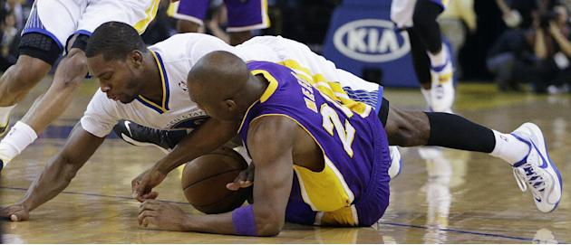 Los Angeles Lakers' Jodie Meeks, right, and Golden State Warriors' Toney Douglas scramble for a loose ball during the first half of an NBA basketball game Saturday, Dec. 21, 2013, in Oakland,