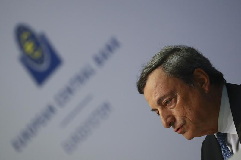 Draghi says euro remains vulnerable without banking union