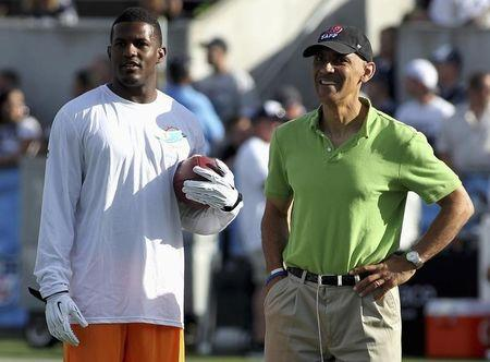 Wallace talks to Dungy before Dolphins NFL/Hall of Fame Game against Dallas Cowboys in Canton