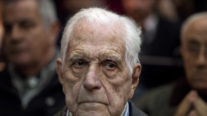Former dictator Reynaldo Bignone waits to listen the verdict of Argentina's historic stolen babies trial in Buenos Aires, Argentina, Thursday, July 5, 2012. Bignone, former dictator Jorge Videla and a handful of other retired military and police officials are accused of systematically stealing babies from leftists who were kidnapped and killed when a military junta ran the country three decades ago. (AP Photo/Natacha Pisarenko)