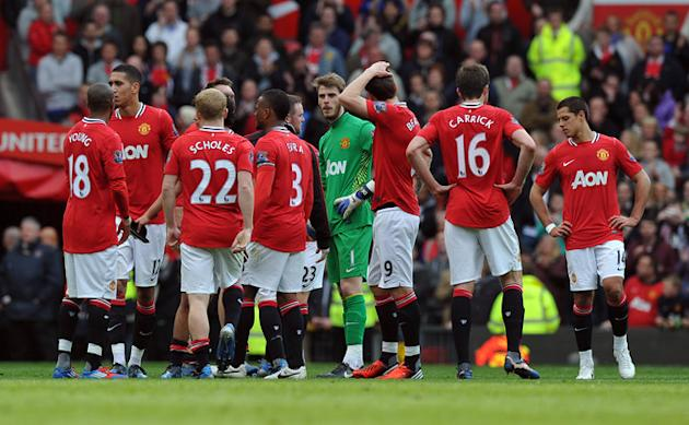 Manchester United Players Stand Together On The Pitch   RESTRICTED TO EDITORIAL USE. No Use With Unauthorized Audio, AFP/Getty Images