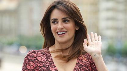 Penelope Cruz Goes Girlie in Pink Floral Dress