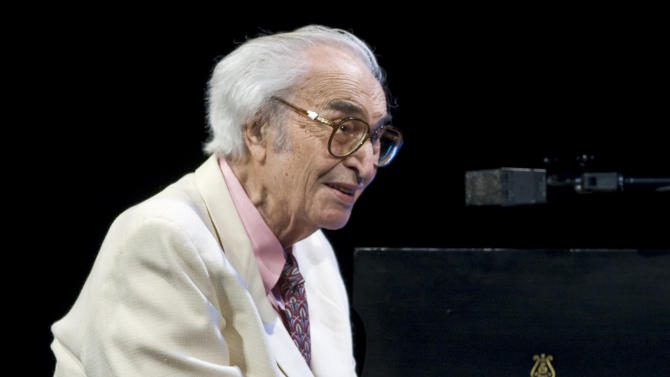 """FILE - This July 4, 2009 file photo shows Jazz legend Dave Brubeck performing at the 30th edition of the Montreal International Jazz Festival  in Montreal.  Brubeck's """"Take Five"""" was the most viral tracks on Spotify for the week of Dec. 3, 2012. Brubeck, a pioneering jazz composer and pianist died Dec. 5, of heart failure. (AP Photo/The Canadian Press, Paul Chiasson)"""