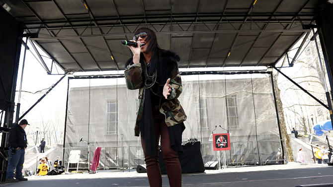 """Grammy Award-winning singer Bridget Kelly performs at the AIDS Healthcare Foundation's """"Keep The Promise On AIDS"""" March and Rally on Saturday, April 6, 2013, in New York, NY. The """"Keep the Promise"""" campaign brings together advocates along with entertainers and spiritual and political leaders to remind elected officials that the fight against HIV/AIDS is not yet won. (Brian Ach /AP Images for AIDS Healthcare Foundation)"""