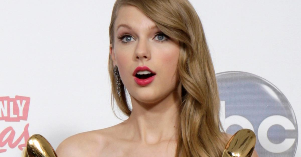"All of Taylor Swift's ""OMG I Won!"" Faces, Ranked"