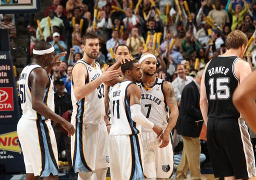 Conley's bucket lifts Grizzlies over Spurs 92-90