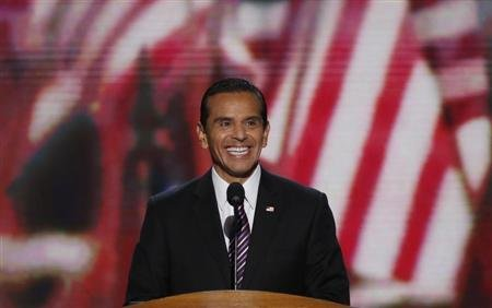 Los Angeles Mayor Antonio Villaraigosa smiles at the start of the second session of the Democratic National Convention in Charlotte
