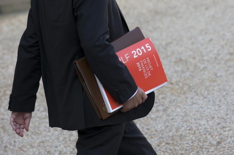 French parliament passes deficit-cutting 2015 budget