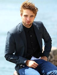 Robert Pattinson Bicarakan Adegan Seks Film Twilight