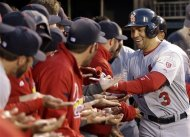 Beltran leaves with strained knee, is day to day
