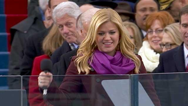 Bill Clinton Photo-Bombs Kelly Clarkson