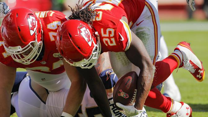 Chiefs score 34 unanswered in 34-7 rout of Rams