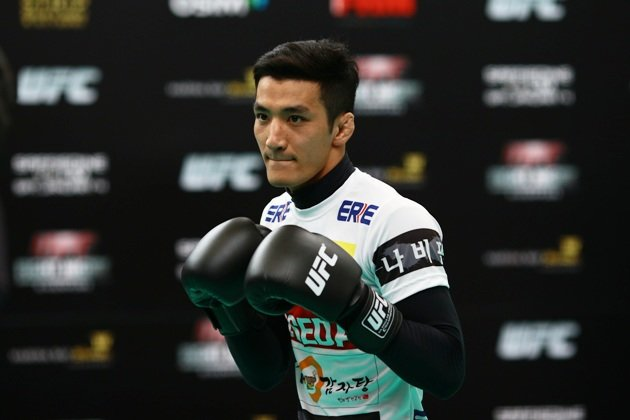 Kang in action during UFC open workouts on Wednesday at MBS. (Cheryl Tay Photo)