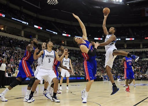 Budinger leads T-Wolves over Pistons in Winnipeg