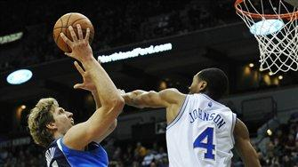 Mavericks hold off T-wolves 104-97 behind Nowitzki