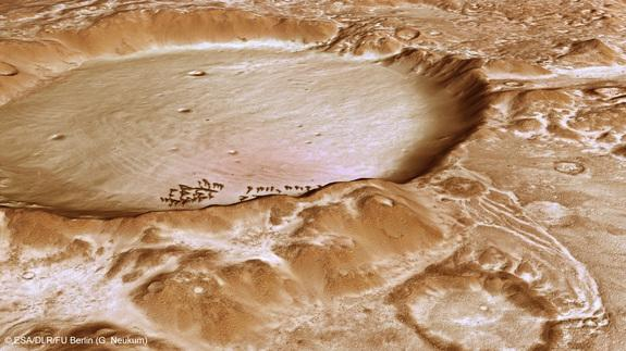 Mars Mountains Look Frosty in New Images