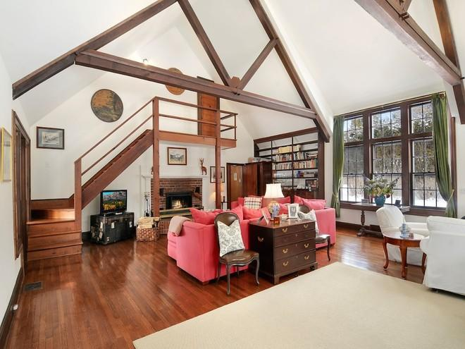 House of the Day: Pondfront Cottage with a Vaulted Great Room Asks $1.5M