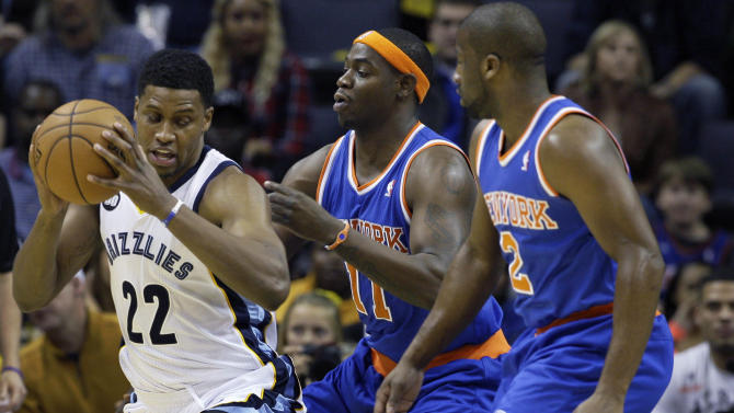 Memphis Grizzlies' Rudy Gay (22) looks for room around New York Knicks' Ronnie Brewer (11) and Raymond Felton during  the first half of an NBA basketball game in Memphis, Tenn., Friday, Nov. 16, 2012. The Memphis Grizzlies defeated the New York Knicks 105-95. (AP Photo/Danny Johnston)