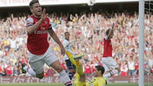 Arsenal's Olivier Giroud (L) celebrates scoring against Tottenham Hotspur
