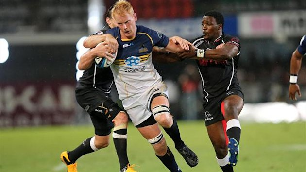 Lwazi Mvovo (R) of the Sharks vies with Peter Kimlin of the Brumbies during the Super 15 Rugby match between the Unviersity of Canberra Brumbies of Australia and the Sharks of Durban at the Kings Park