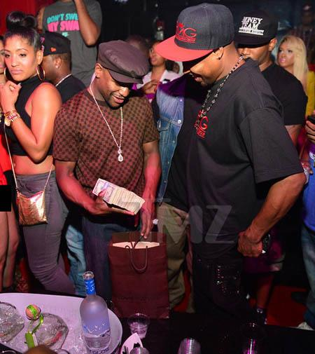 Floyd Mayweather doles out bills in the strip club