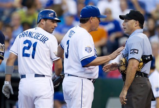 Royals rally with 2 in 9th to beat Brewers 4-3
