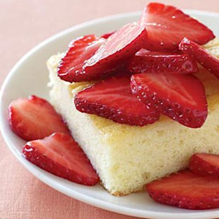 Cream Cake with Strawberries