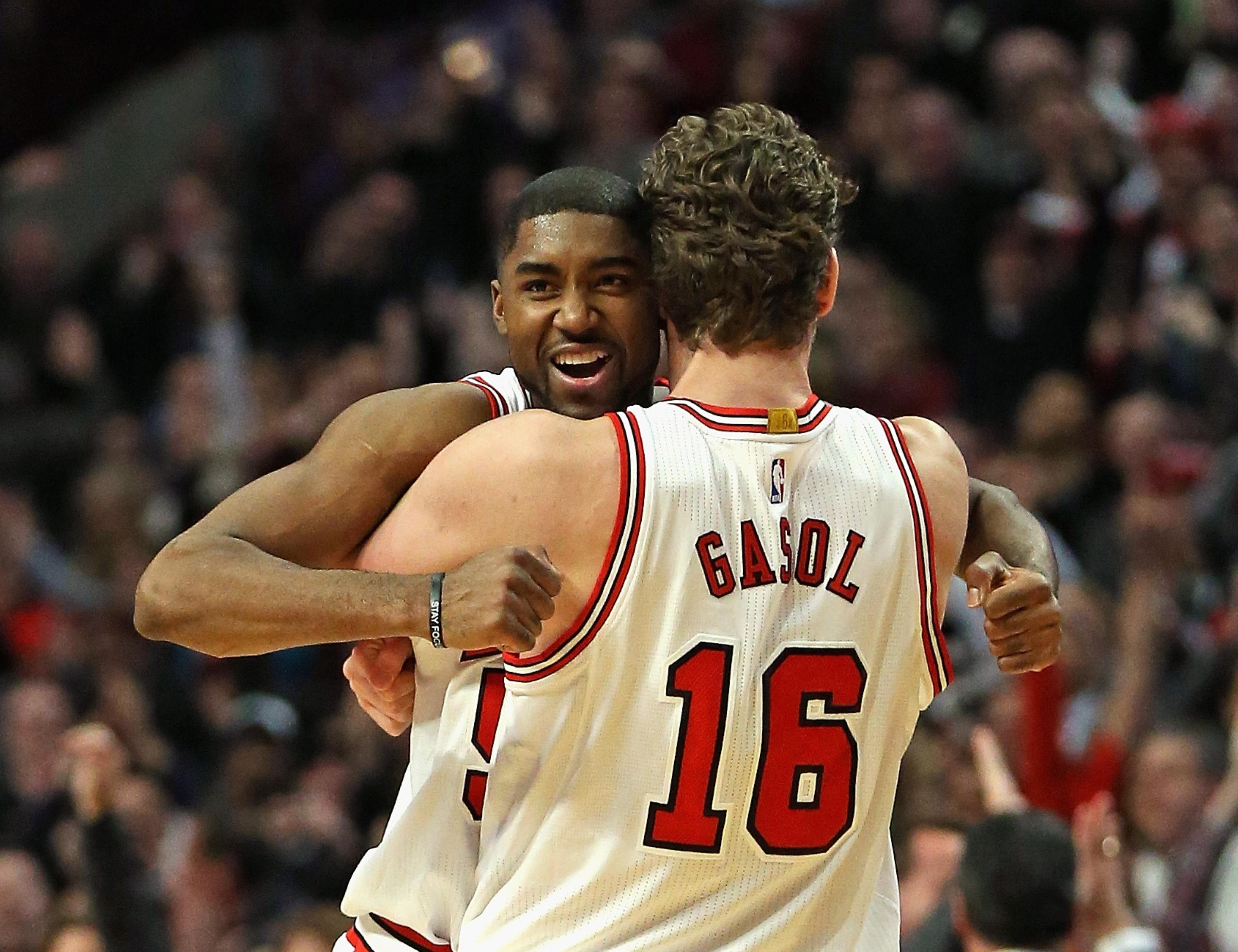 E'Twaun Moore hits game-winning 3 as Bulls beat Thunder, snap Westbrook's triple-double streak