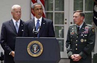 Reuters/Larry Downing: U.S. President Barack Obama announces that Gen. David Petraeus (R) will replace Gen. Stanley McChrystal as his top commander in Afghanistan.