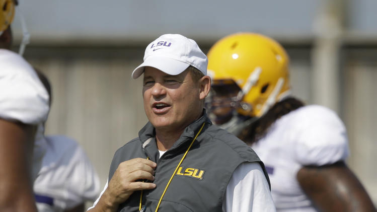 Wisconsin, LSU playing QB games before opener