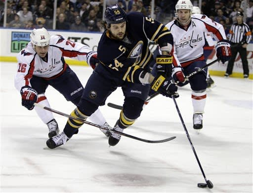 Sabres score 4 in first, beat Capitals 4-2