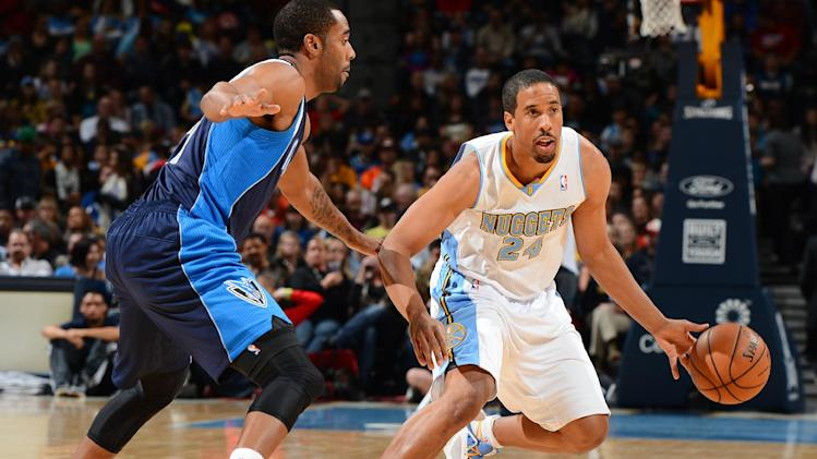 Nuggets hang on to beat Mavs 102-100