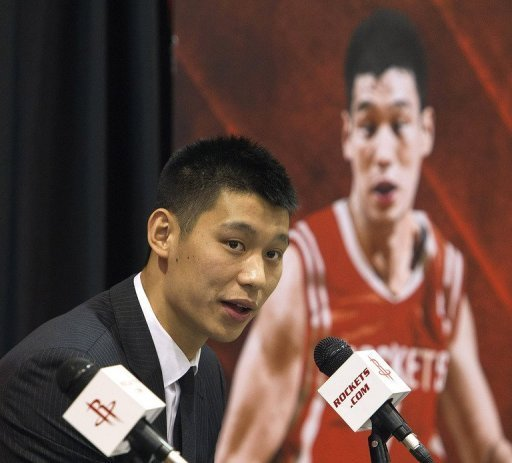 El nuevo base de los Houston Rockets Jeremy Lin, durante la rueda de prensa de su presentacin, este jueves en Houston.
