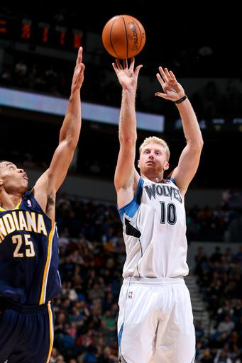 Budinger's layup lifts Wolves to win over Pacers