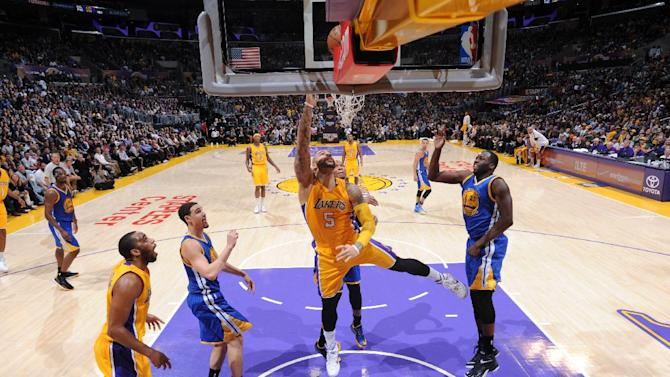 Lakers stun Warriors 115-105 without Kobe