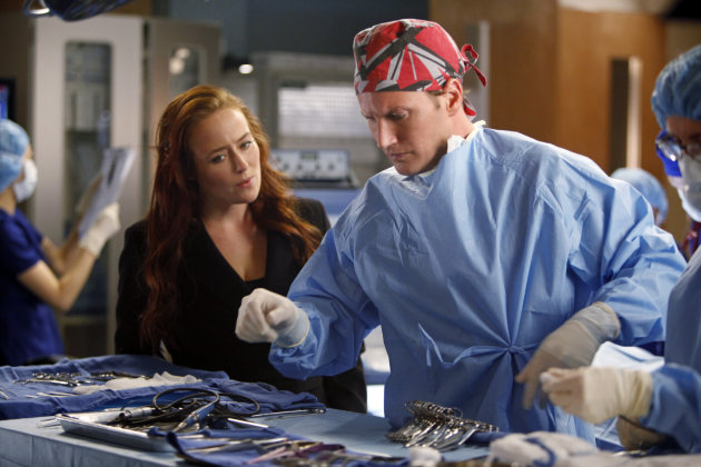 "In this image released by CBS, Patrick Wilson, right, and Jennifer Ehle are shown in a scene from ""A Gifted Man."" The cast plans to tweet during the show's Friday episode airing in its new time slot, 9 p.m. EST on CBS. (AP Photo/CBS, Craig Blankenhorn)"