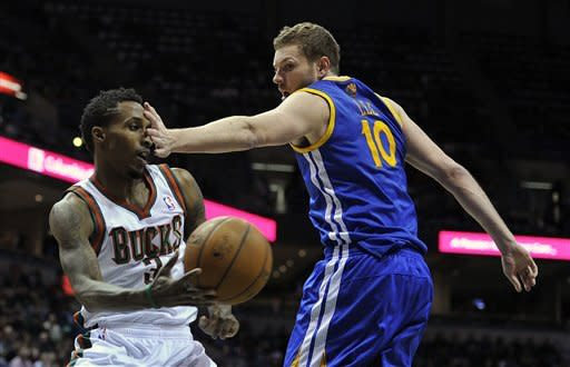 Bucks upend Warriors 109-102