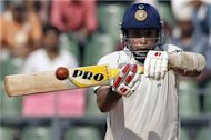India's Laxman announces retirement