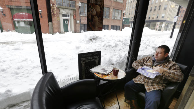Drivers face tough commute in snowy Northeast